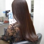 ロングヘアーの綺麗な髪の女性