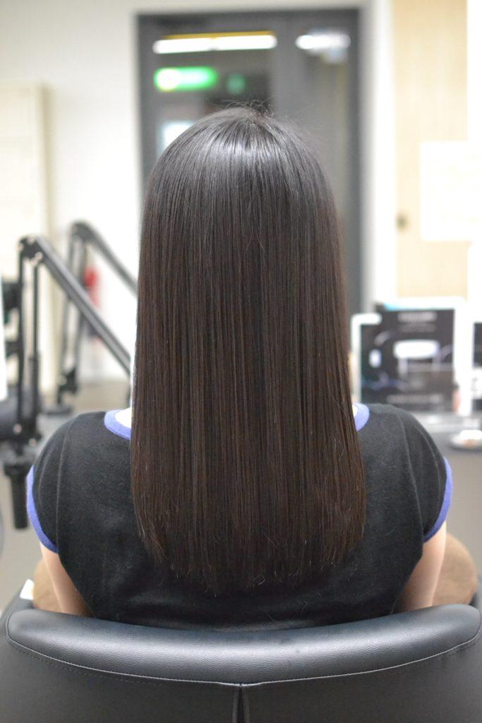 ツヤサラな髪の女性