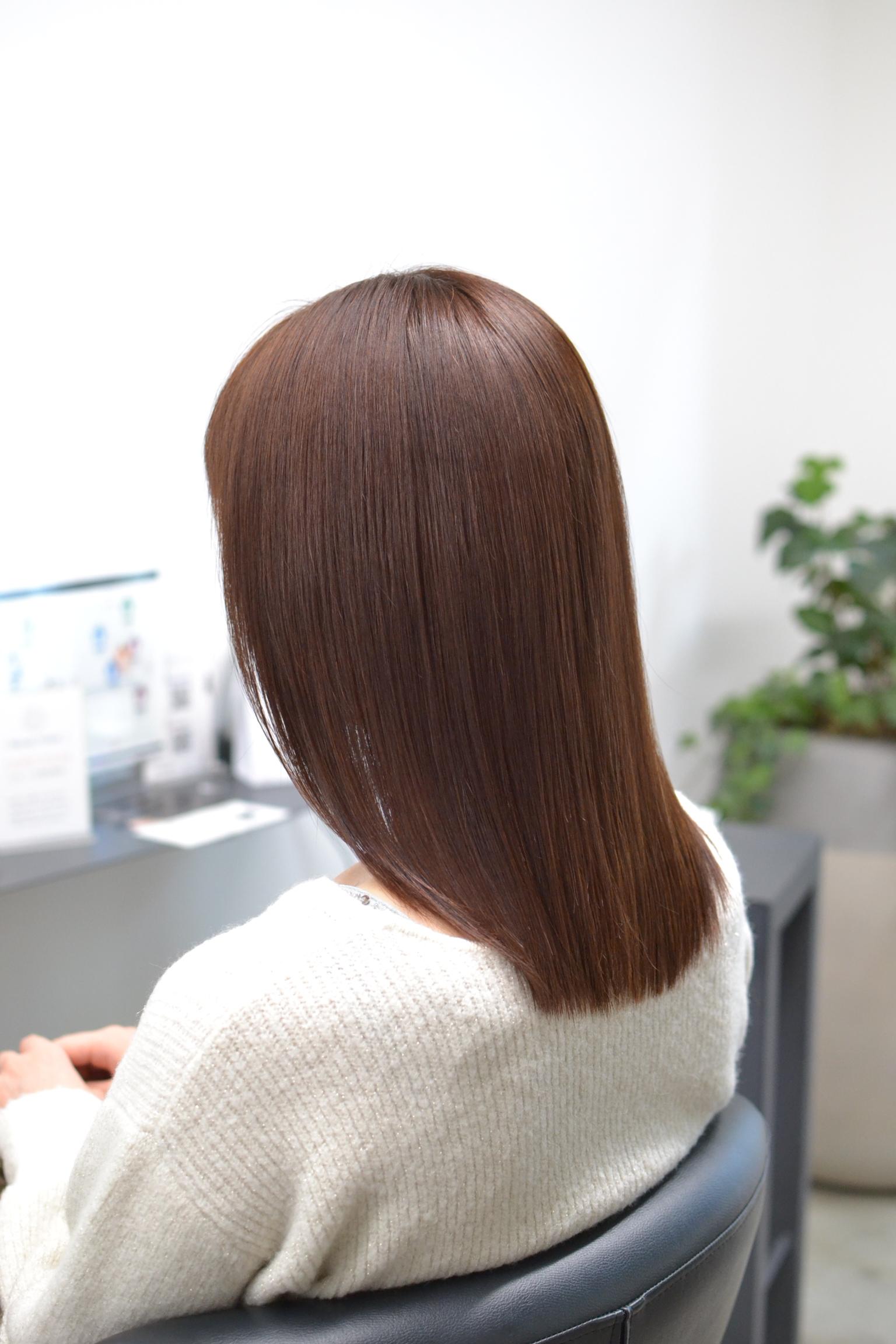 サラサラストレートヘアの女性