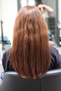 癖毛の女性