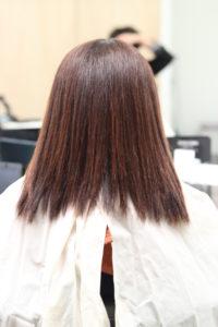 縮毛矯正をかける前のクセが強い女性